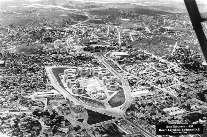 Construção do Conjunto IAPI, em 1955, já fora dos limites da Avenida do Contorno.