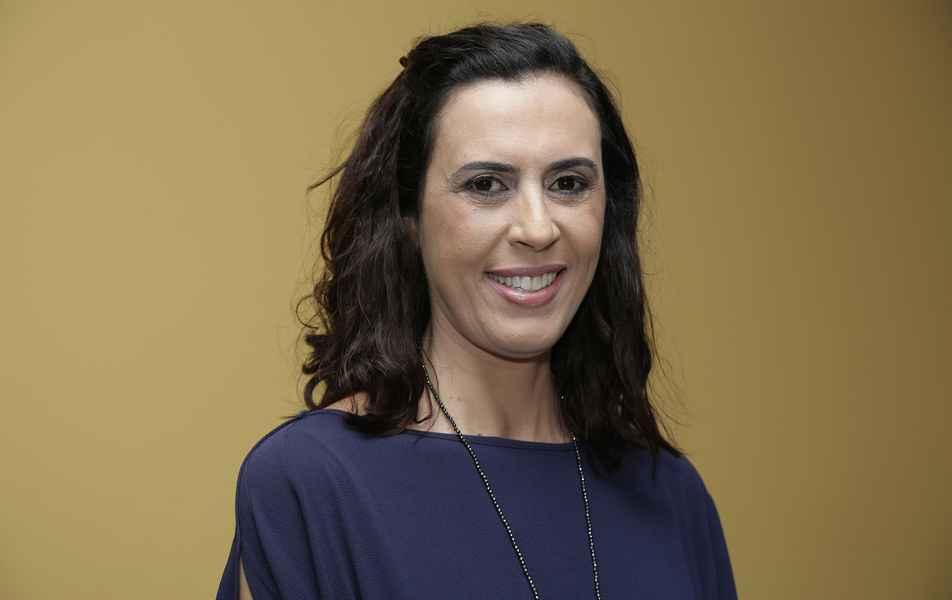"""<p>Diretora do Núcleo de Acessibilidade e Inclusão<br><a href=""""http://somos.ufmg.br/professor/adriana-maria-valladao-novais-van-petten"""" target=""""_blank"""">Adriana Maria Valladão Petten</a>, professora da Escola de Educação Física, Fisioterapia e Terapia Ocupacional</p>"""