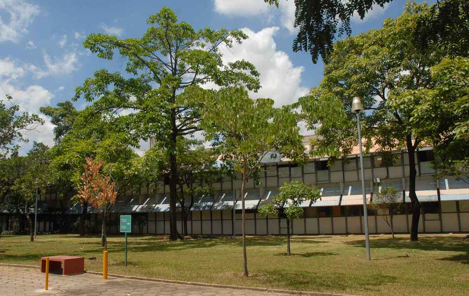 Visão parcial da Escola de Veterinária