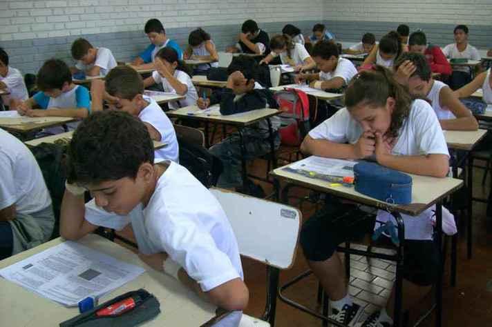 PNE: 900 mil jovens entre 15 e 17 anos ainda estão fora da escola