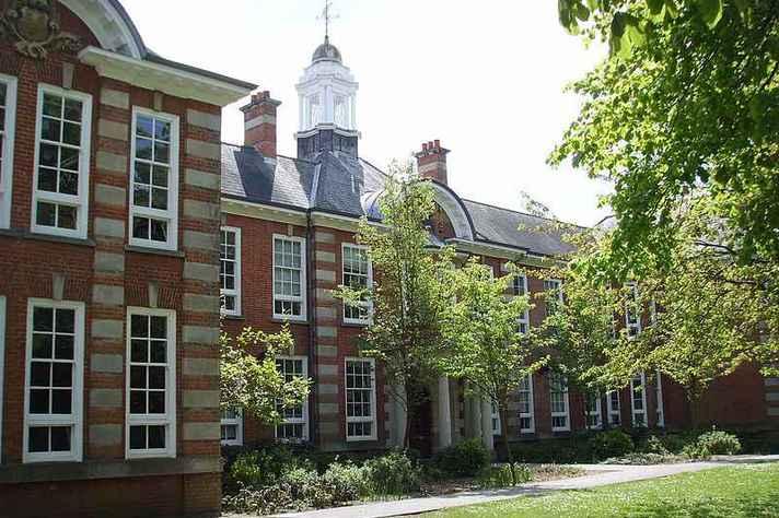 Para os alunos que desejam realizar intercâmbio em países anglófonos, a Universidade de Southhampton, na Inglaterra, é uma das opções disponíveis no Minas Mundi