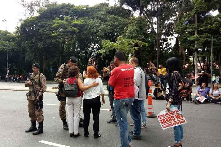 Governador Fernando Pimentel pede abertura de sindicância sobre atuação da PM em manifestação de professores de UMEIs.