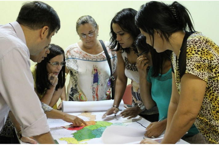 Equipe de professores e bolsistas do Programa Polos de Cidadania, uma das iniciativas de extensão cuja articulação com o ensino poderá ser ampliada