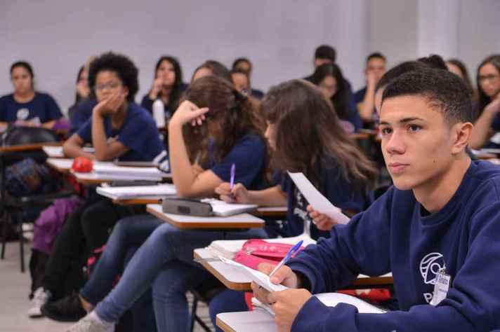 Escolas da educação básica precisam se adaptar para retomar atividades presenciais