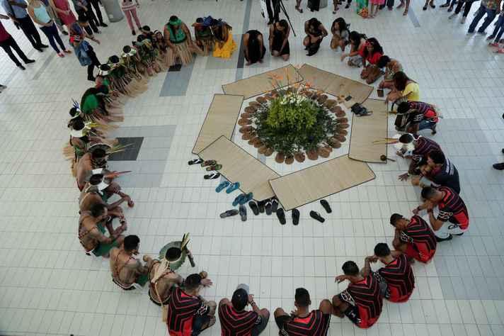 Ritual indígena no campus Pampulha: depois da graduação, uma nova porta se abre a esses povos tradicionais