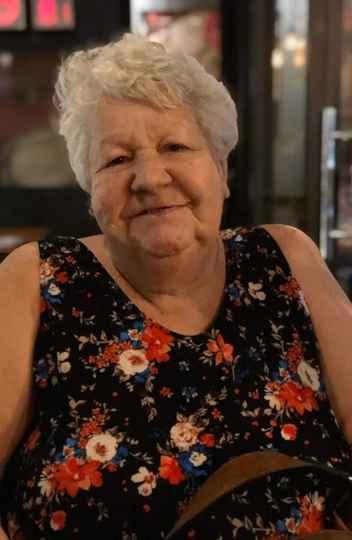 Anyky Lima é travesti e tem 64 anos. Ela já teve que trabalhar como prostituta para se sustentar e hoje atua em movimentos sociais voltados para a população LGBT+