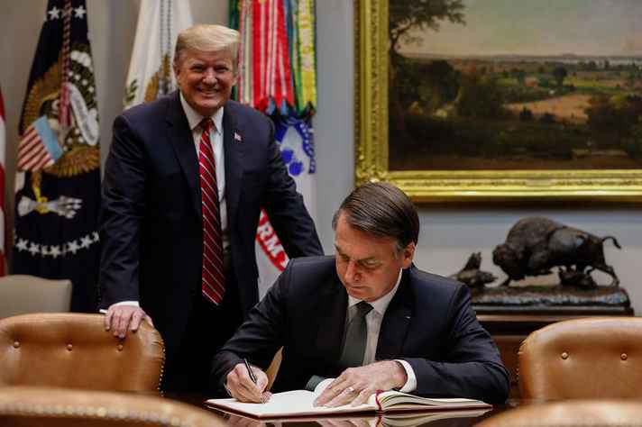 d23f28293 Jair Bolsonaro, durante encontro com o presidente dos EUA, Donald Trump, na  Casa