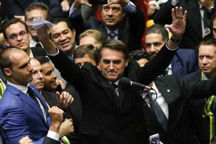 Deputado comemora após votar por impeachment da presidenta Dilma Rousseff