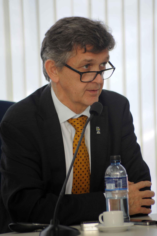 James Conroy: parceria deve ser institucional