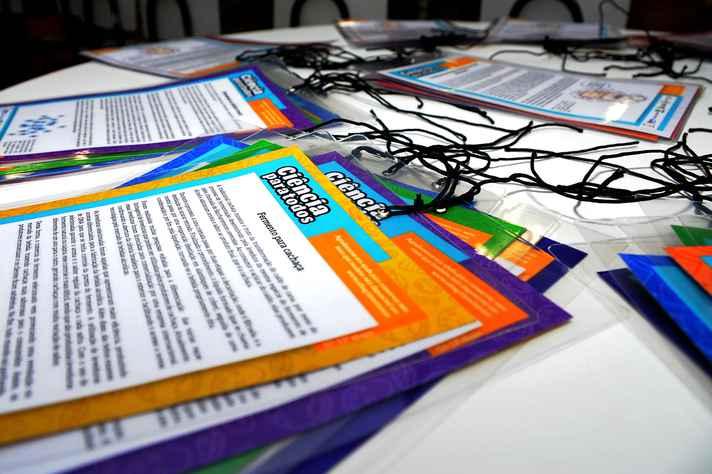 Coletivos de BH vão circular com textos sobre investimentos em ciência