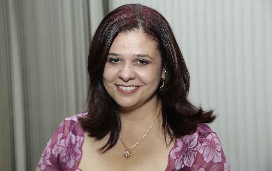 """<p>Diretora de Avaliação Institucional<br><a href=""""http://somos.ufmg.br/professor/viviane-santos-birchal"""" target=""""_blank"""">Viviane Birchal</a>, professora da Escola de Engenharia</p>"""