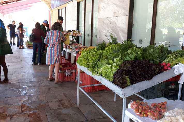 Realizada quinzenalmente, feira comercializa produtos oriundos da agricultura familiar