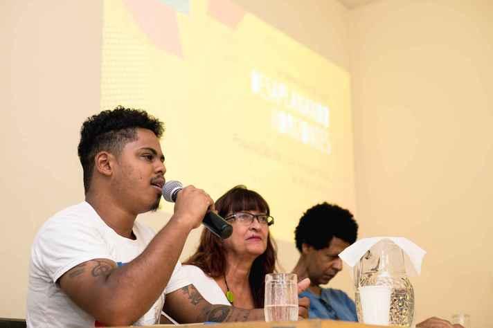 O ativista Leonardo Péricles e a diretora de teatro Cristina Tolentino  expuseram aspectos da realidade das 9be0dbe111d95