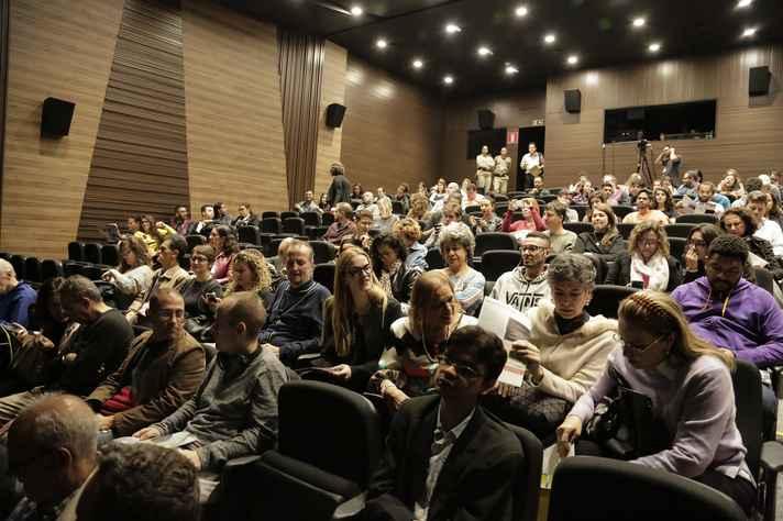 UFMG Talks, primeira edição. Cerca de 220 pessoas acompanharam as apresentações dos professores Sandra Goulart Almeida e Sérgio Pena, no Centro Cultural Banco do Brasil