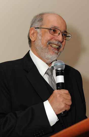 Roberto da Silva Bigonha agora é professor emérito da UFMG