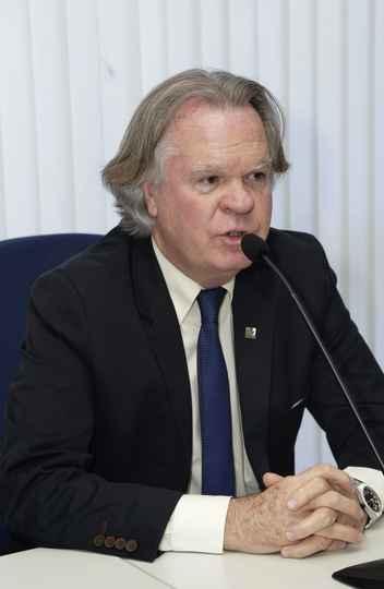 Reitor da Universidade Federal de Uberlândia, Valder Steffen Júnior