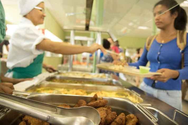 Os cinco restaurantes universitários têm capacidade para produzir até 12 mil refeições por dia