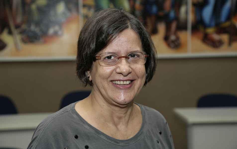 """<p>Diretora da Imprensa Universitária<br><a href=""""http://buscatextual.cnpq.br/buscatextual/visualizacv.do?id=K4449259Y5"""" target=""""_blank"""">Maria de Lourdes Moreira Braga</a>, servidora técnico administrativa em educação</p>"""