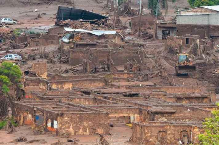 Distrito de Bento Rodrigues foi devastado pela lama