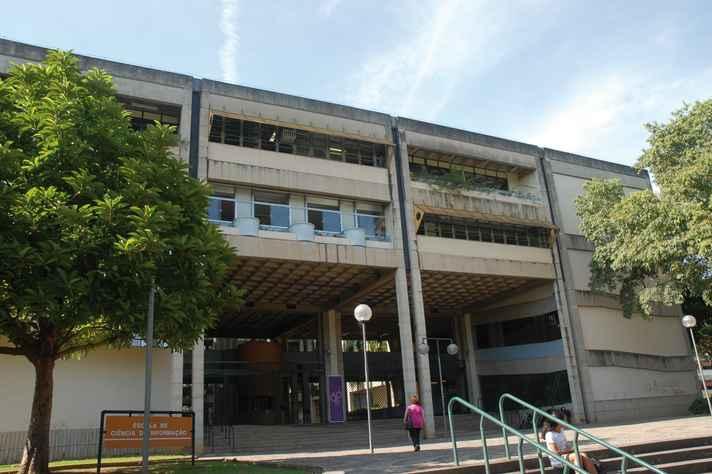 Fachada do prédio da Escola de Ciência da Informação, no campus Pampulha