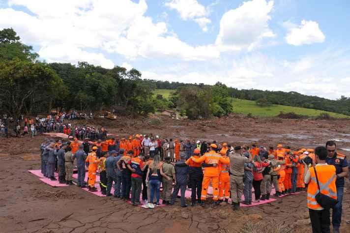 Grupo de resgate às vítimas do rompimento da barragem