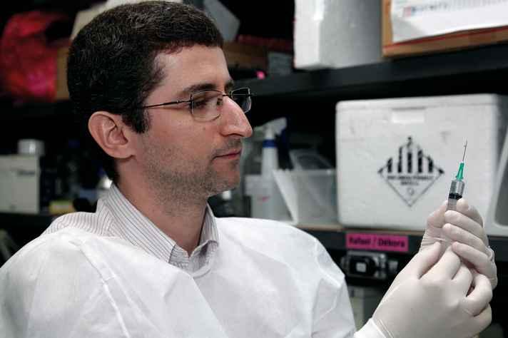 Rodolfo Cordeiro: vacina interfere no ciclo biológico do mosquito transmissor