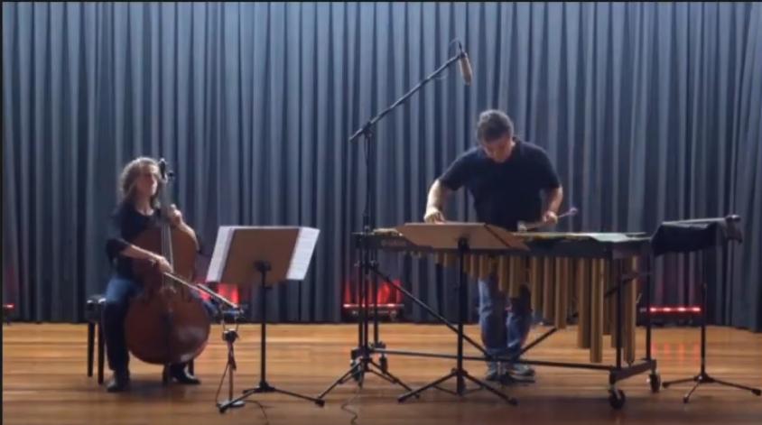 O Duo Quattus, formado por Elise Pittenger (violoncello) e Fernando Rocha (percussão), apresentou-se no encerramento da Semana do Conhecimento