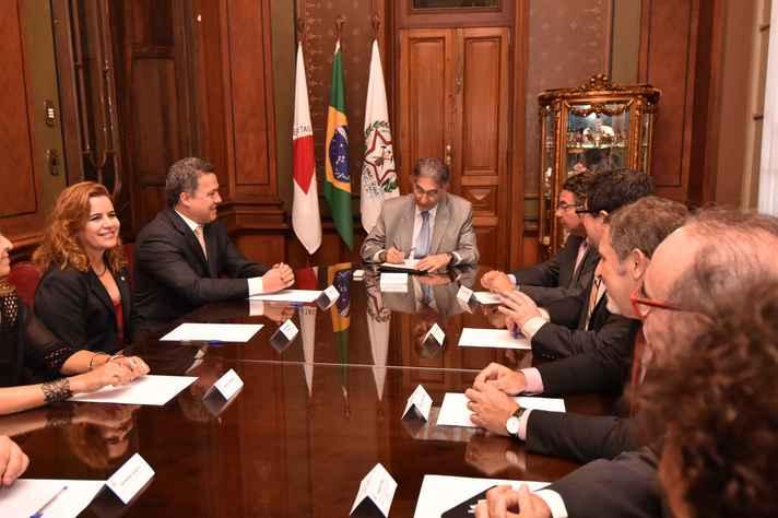 Sandra Goulart Almeida e Jaime Ramírez foram recebidos pelo governador Fernando Pimentel e outras autoridades estaduais