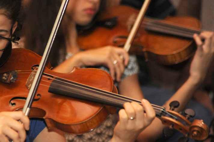 Candidatas em performance de violino para o curso de música