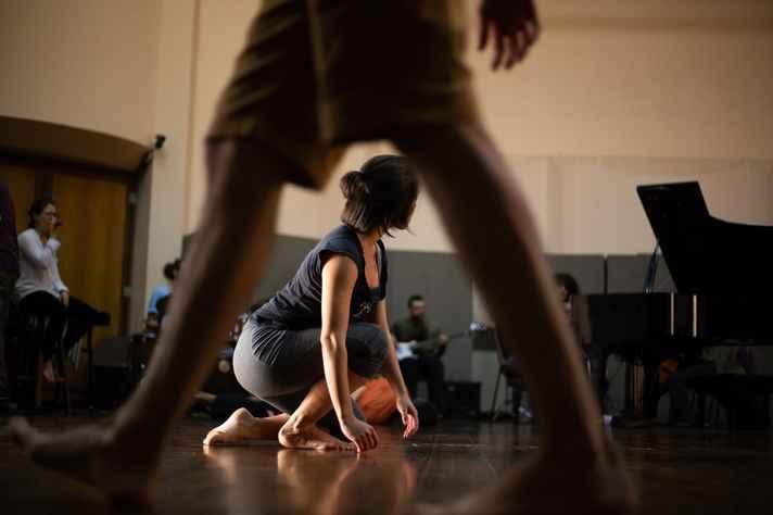 Participantes improvisam na residência artística 'Mover e Som' do 50º Festival de Inverno da UFMG