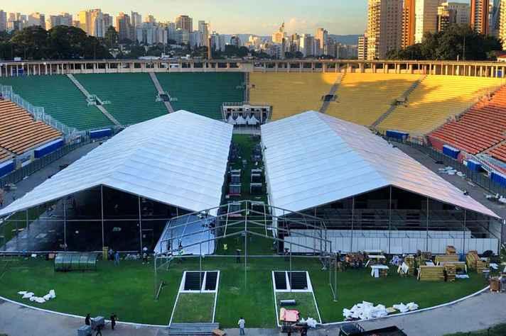 Hospital de campanha em São Paulo: investimento público em serviços e equipamentos é parte da solução