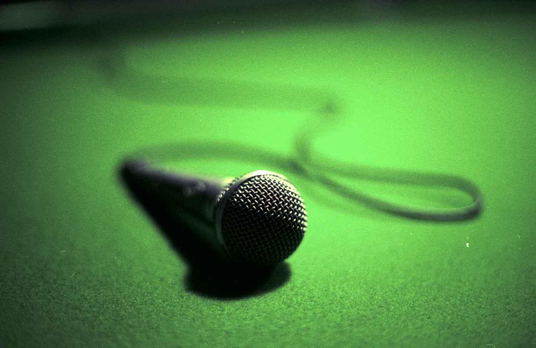 Voz é um importante instrumento de trabalho para diversos profissionais