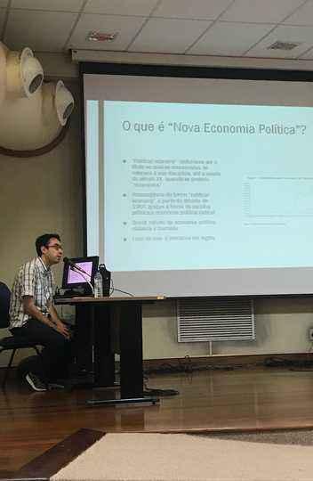 Rafael Galvão durante a defesa da tese: emergência de novas correntes