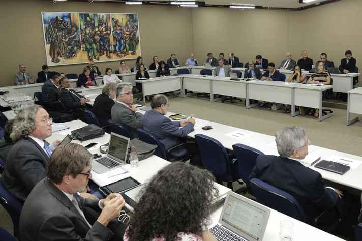 Vinte e cinco reitores e vice-reitores participaram da reunião no prédio da Reitoria