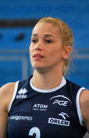 A jogadora de vôlei Érika Coimbra foi reprovada em um teste de gênero porque nasceu com a Síndrome de Morris que a fazia produzir mais testosterona do que o normal