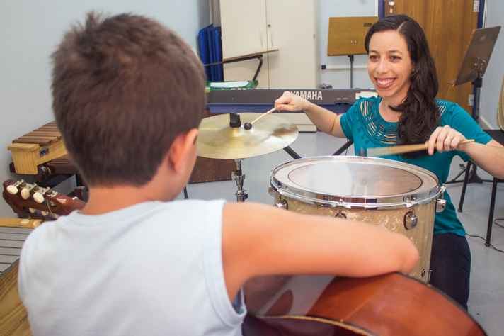 Marina Horta Freire em sessão: correlações da evolução musical com avanços em diversos outros aspectos