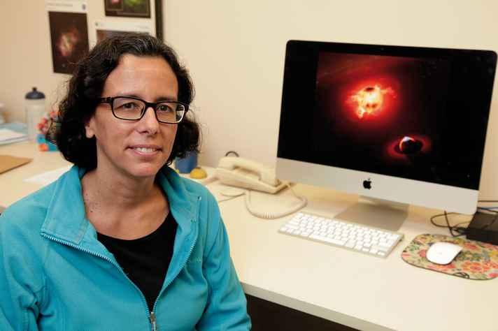 Silvia Alencar em seu gabinete no Departamento de Física: observação de estrelas jovens