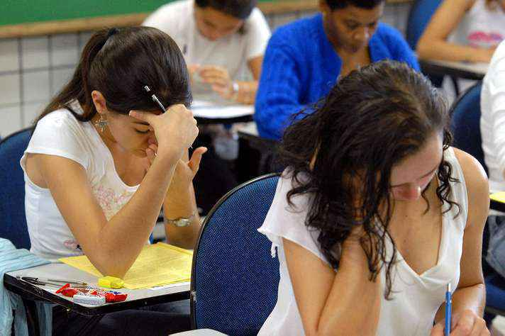 Estudantes da cidade de Passos/MG prestam o Simulado Mineiro