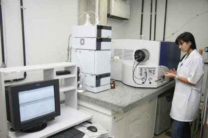 Pesquisadora em laboratório da pós-graduação em Bioquímica e Imunologia do ICB