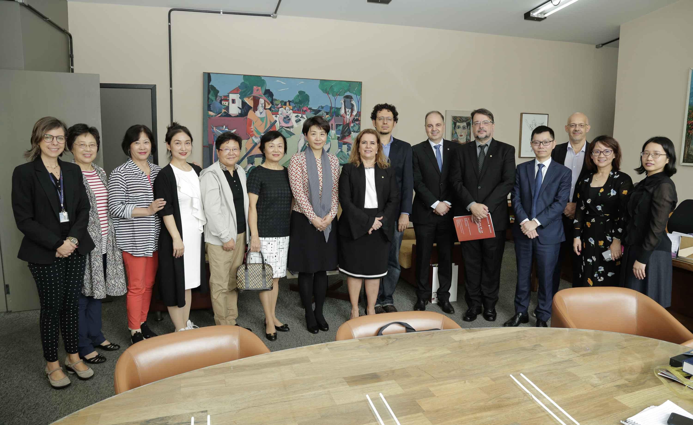 Delegação da Beijing International Studies University foi recebida por reitoria e professores da Face