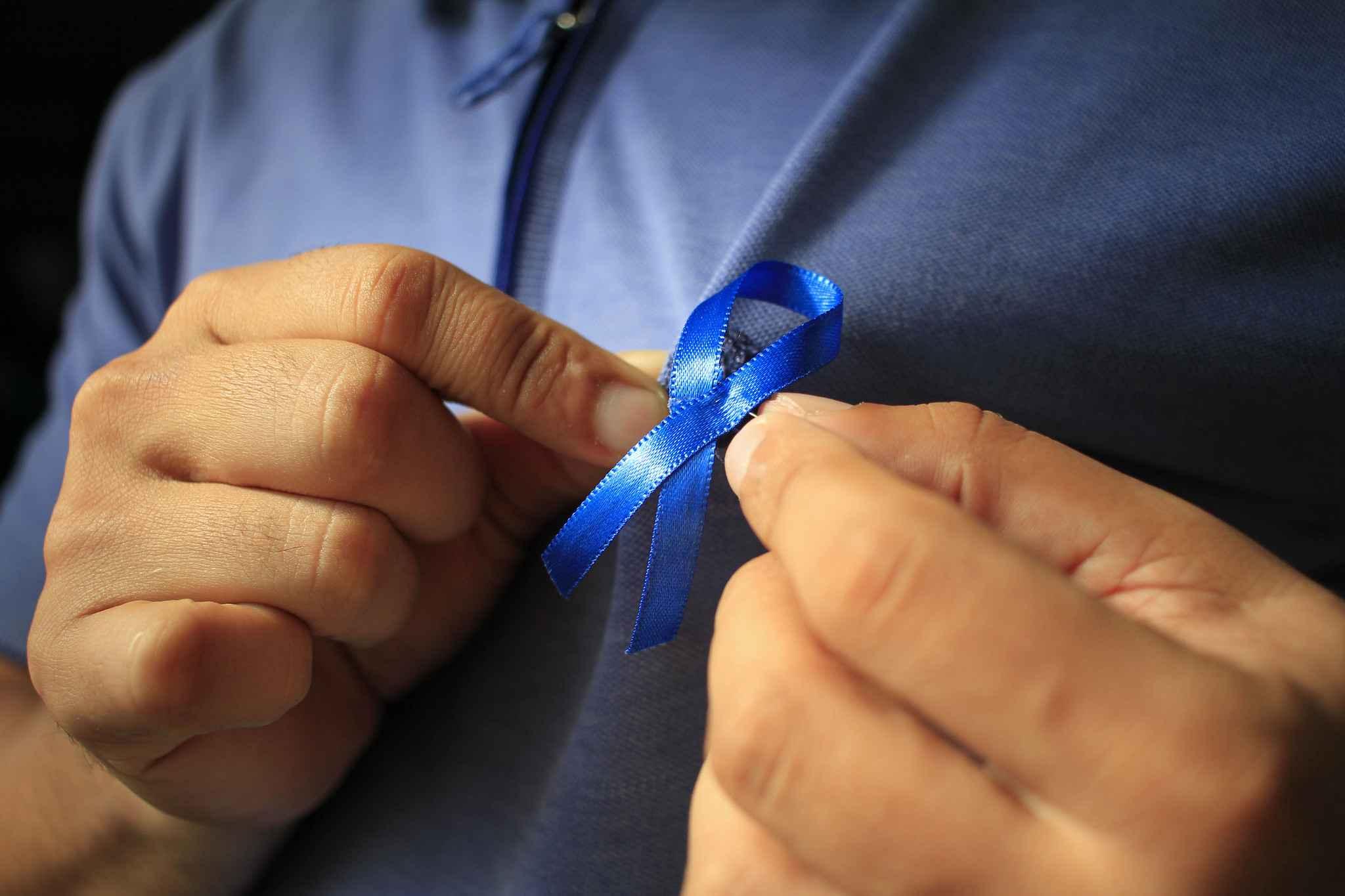 O mês de novembro é simbolicamente colorido com a cor azul para a prevenção do câncer de próstata.