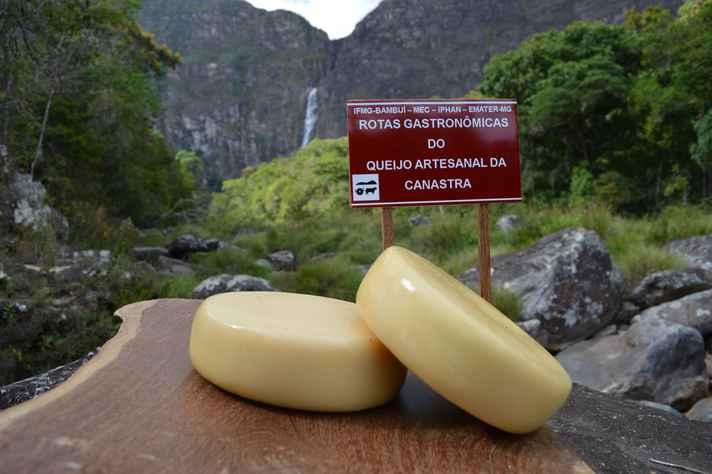 Pesquisa sobre o queijo canastra resultou em livro e vídeo