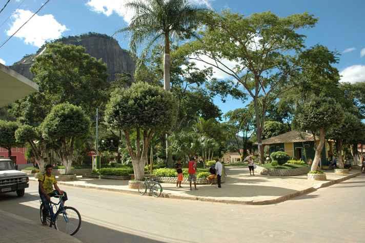Praça de Ouro Verde de Minas, município de seis mil habitantes (Censo de 2010) do Vale do Mucuri