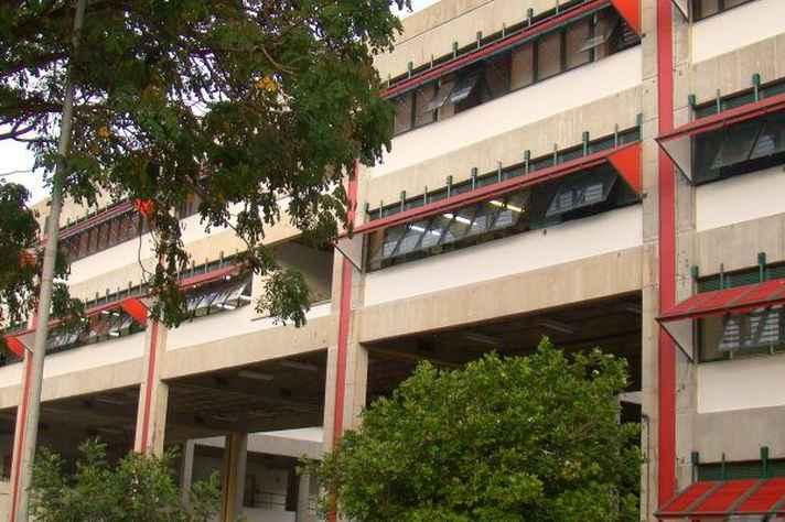 Fachada da Faculdade de Filosofia e Ciências Humanas da UFMG