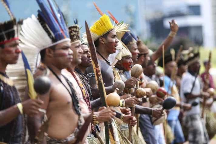Indígenas fazem marcha por demarcação de terras e garantia de direitos