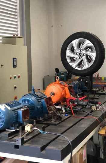Protótipo instalado no Laboratório Tesla para a realização de experimentos relacionados a geração de energia e tração elétrica