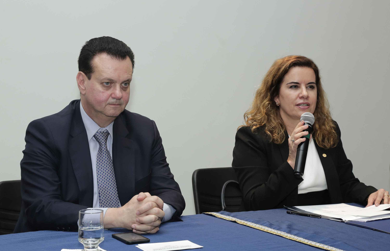 Gilberto Kassab e a reitora Sandra Goulart Almeida:
