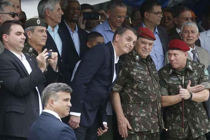 Bolsonaro e os militares