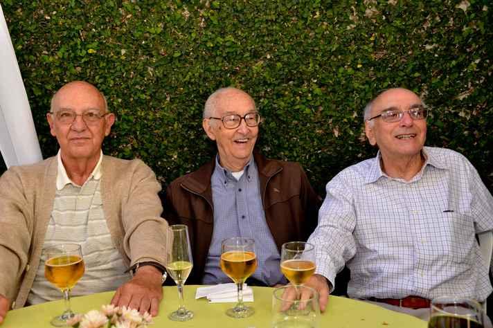 Giovanni Gazzinelli (centro) com os irmãos Paulo (à esquerda) e Ramayana