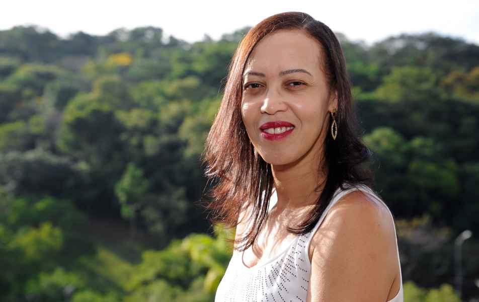 """<p>Diretora pró-tempore do Centro de Apoio à Educação a Distância (Caed)<br><a href=""""http://buscatextual.cnpq.br/buscatextual/visualizacv.do?id=K4435365Y8"""" target=""""_blank"""">Maria das Graças Moreira</a>, servidora técnico-administrativa em educação</p>"""